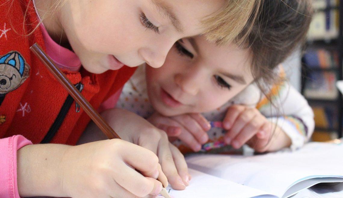 Frequentar creche melhora o desempenho infantil?